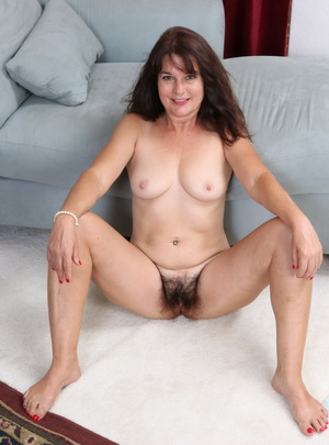 Mature housewife Porn Pics