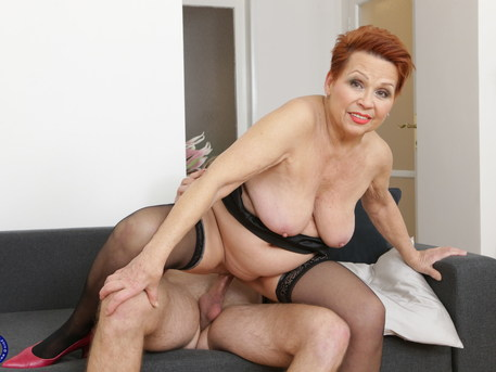 Curvy mature lady fooling around with her younger lover
